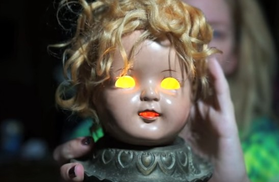 SPOOKY DOLL HEAD LAMP Submitted By Grav3yardgirl .