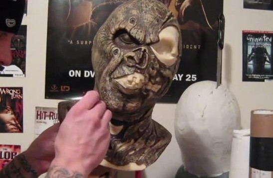 How to make a mask tutorial part 3 (sculpting) outdated go watch.